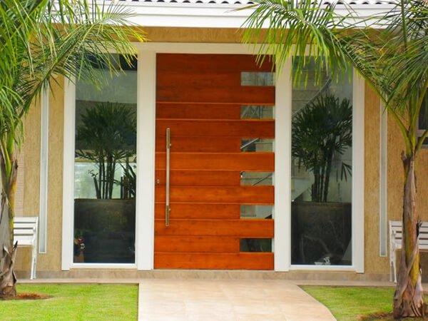 imagem de uma porta feita de alumínio